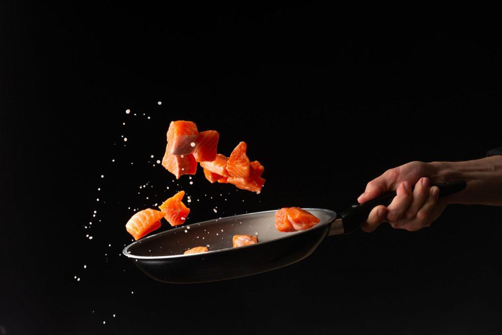 morceaux de saumon sautés à la poêle